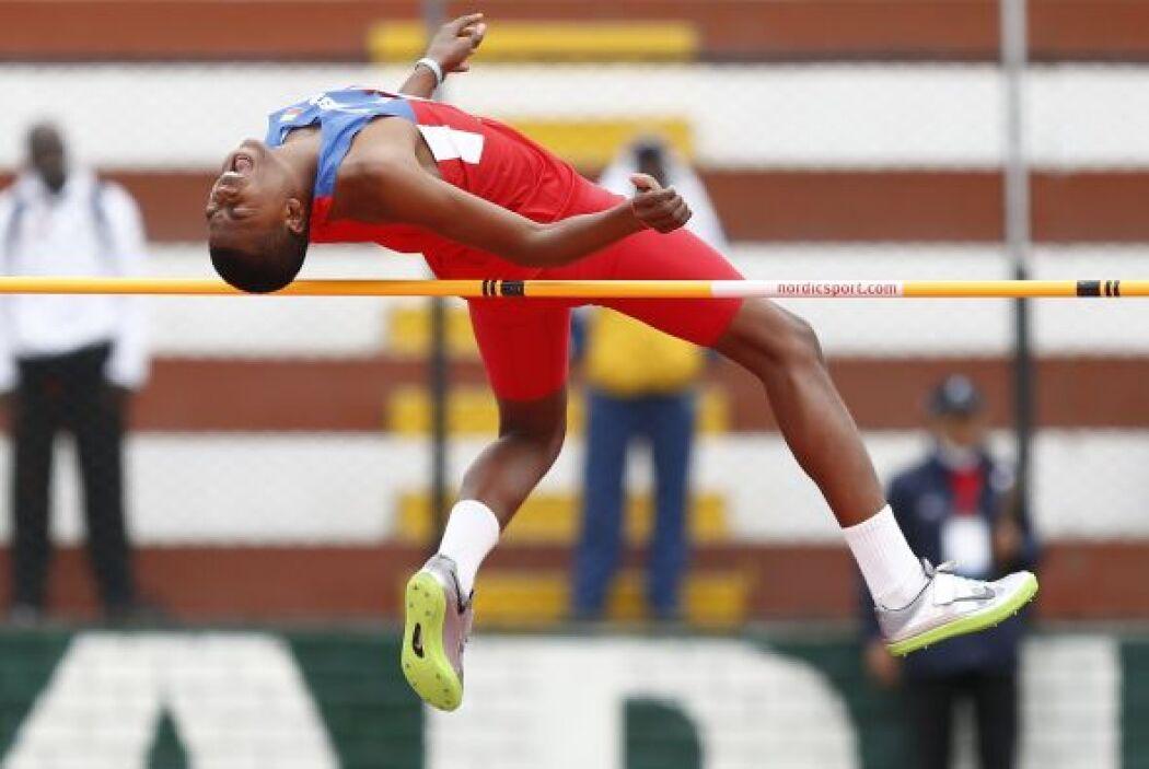 Jeaiver Moreno de Venezuela compite en salto de altura como parte de los...