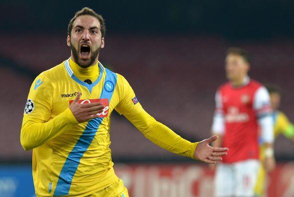 Este resultado era seguido por el Nápoles, que recibió al Arsenal. Los i...