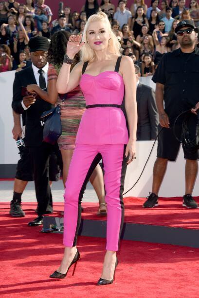 Gwen Stefanni lució un jumpsuit bicolor, y revivió sus años dorados con...