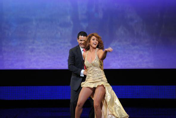 Y Lucero se acopló de maravilla con su pareja de baile.