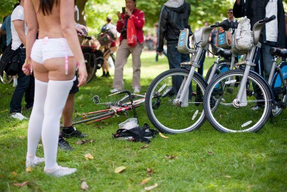 Ciclistas llenaron las calles de Londres, Paris y México en reclamo de s...