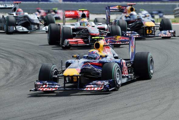 El inglés Lewis Hamilton aprovechó un descuido de Sebastian Vetell y se...