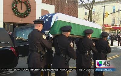 Rinden tributo a policía asesinado en NY
