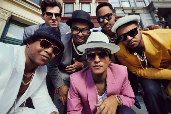 Bruno Mars a dueto con Mark Ronson quedaron nominados como Favorite Hit...