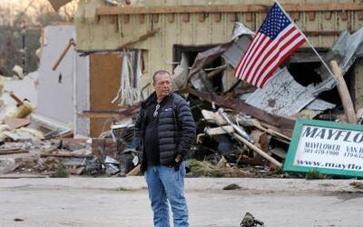 Alerta y más de 20 muertos a causa de terribles tornados en varios estad...