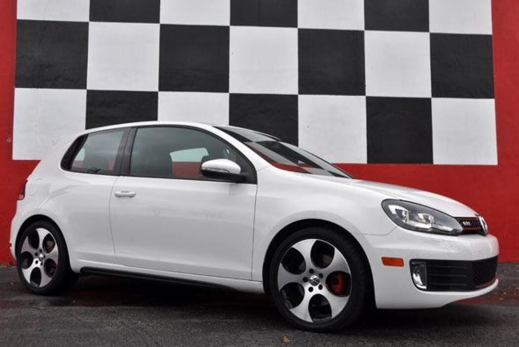 El GTI 2010 acelera de 0 a 60 millas en solo 7.2 segundos y cuenta con e...