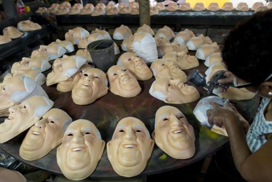Las máscaras con el rostro de Francisco son otra prueba de su popularidad.