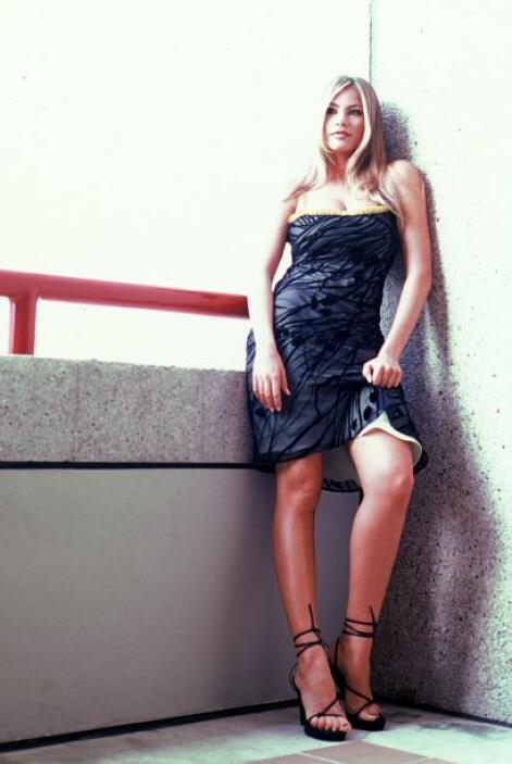 Pronto encontraría éxito en la televisión latina. Mira aquí los videos m...