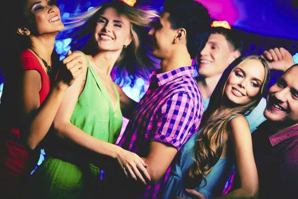 Música. Pon temas en español y prepárate para baila...