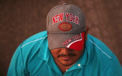 Un inmigrante indocumentado en algún lugar de la frontera de Tex...