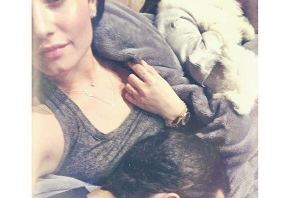 Demi Lovato está muy contenta con su perrito, ¡y no lo camb...