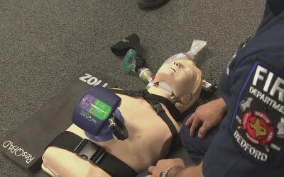 Bomberos de Bedford salvaron la vida a una mujer gracias a nuevo equipo