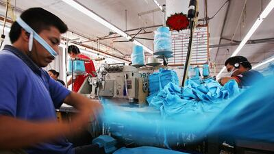 En algunas fábricas las jornadas son exhaustivas y no son remuneradas.