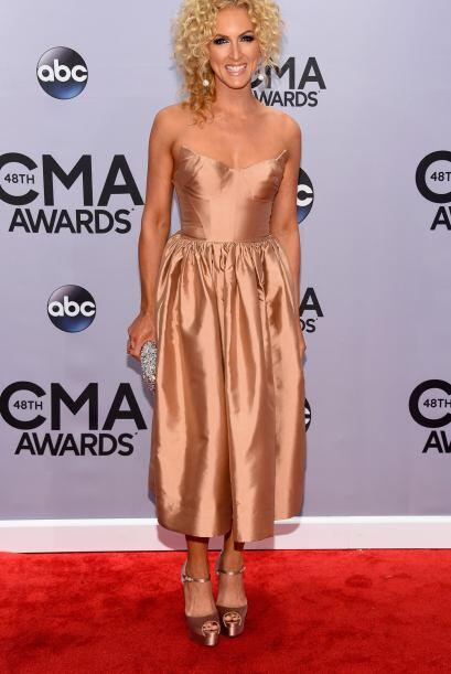 Uno de los vestidos más horribles que vimos fue el de Kimberly Schlapman...