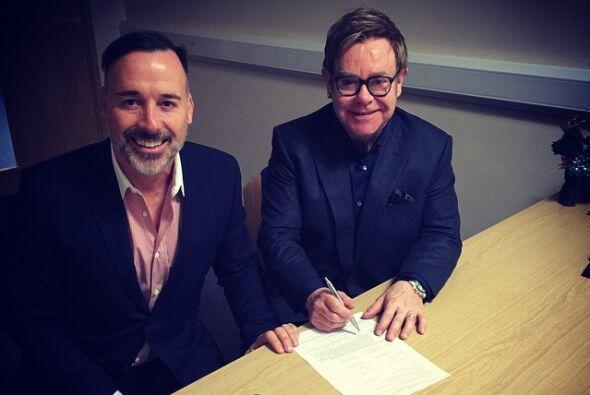 Es oficial: Elton John y David Furnish contrajeron matrimonio.