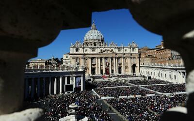 Genera polémica la orden de El Vaticano de no dejar las cenizas de los d...