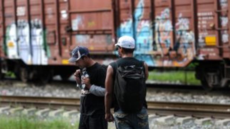 Miles de inmigrantes cruzan México con destino a El Norte, en el camino...