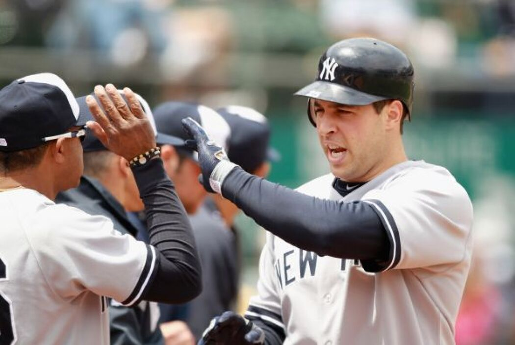 39. MARK TEIXEIRA- El primera base de los Yankees firmó en diciembre de...