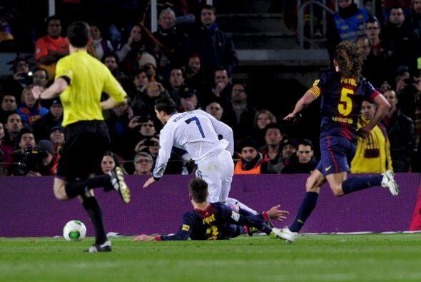 Al minuto 12 Piqué zancadilleó a Cristiano Ronaldo dentro del área y el...