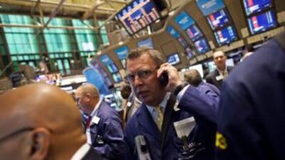 A media jornada el Dow Jones perdía 3.11% y el Nasdaq 3.59%.