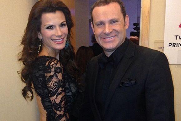 Alan Tacher y su novia Cristy Bernal la noche de los Latin Grammy