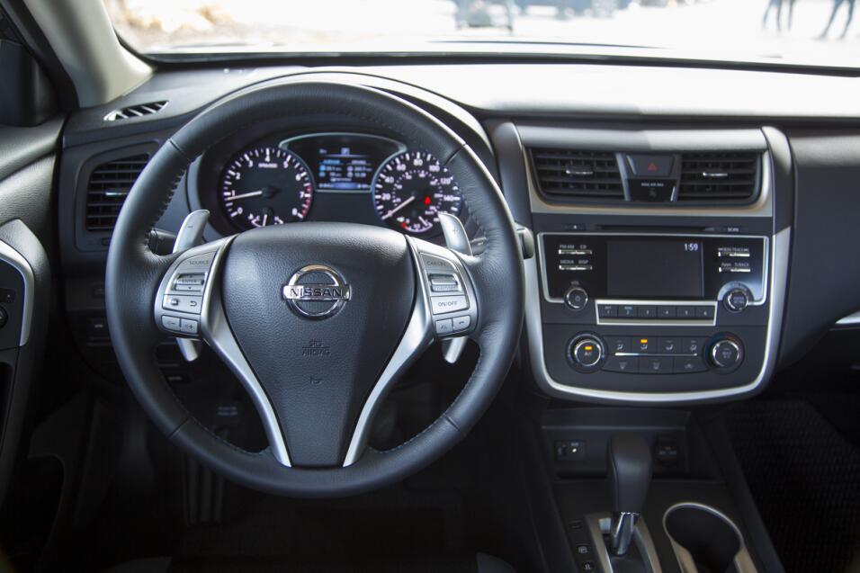 El popular Nissan Altima es uno de los modelos afectados por el llamado...