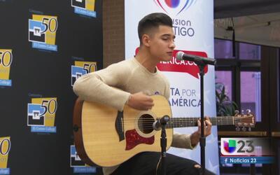 Cheyo Carrillo promueve el voto entre los jóvenes hispanos
