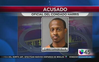 Oficial vendía drogas confiscadas