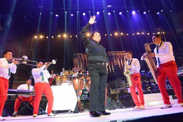 Pero a pesar de todo, el público sigue amando a Juan Gabriel y su enorme...