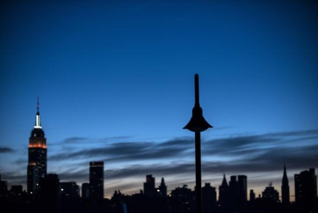 La venta del emblemático edificio también incluye una torre de cemento d...