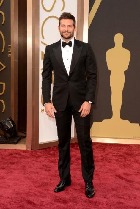 Bradley Cooper sabía que luciría como todo un bombón con una creación de...