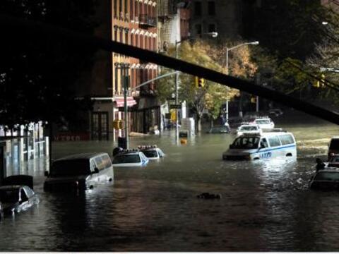 La región de Nueva York se recupera lentamente del paso arrasador...