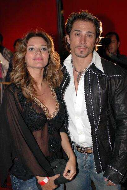Aquí vemos a la actriz y su marido Sergio Mayer en el año 2006, a sólo u...