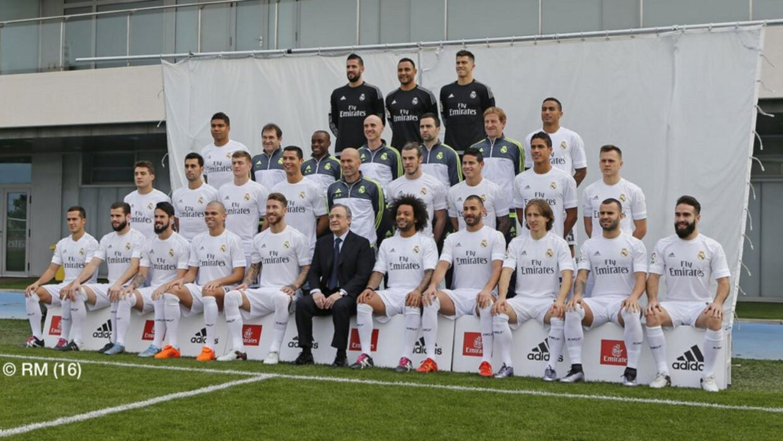 El equipo completo del Real Madrid posó junto a Zinedine Zidane