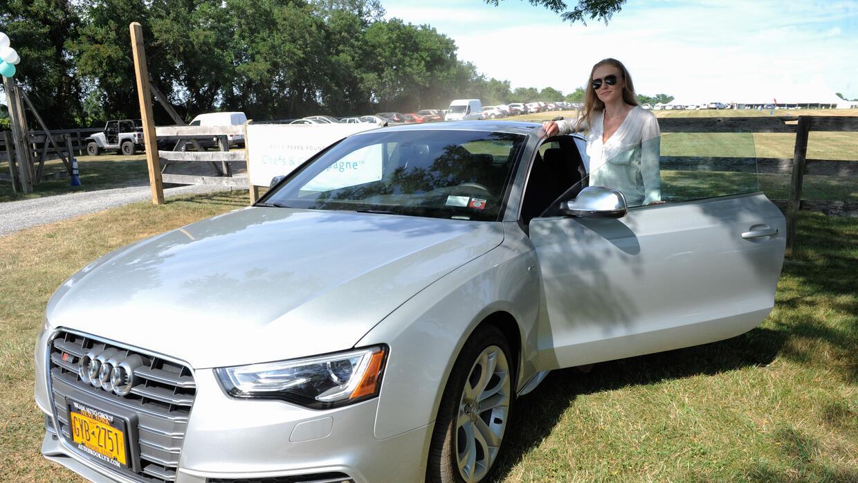 Mujer en Audi Experience