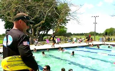 Bomberos de Miami-Dade realizan la iniciativa gratuita Water Safety Spla...