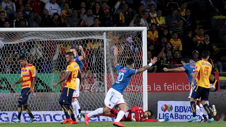 Juan Albín festeja su gol ante Morelia.