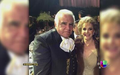 Vicente Fernández celebra bodas de oro con su esposa