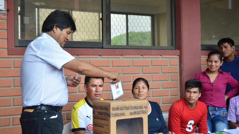 Evo Morales votando en el referéndum