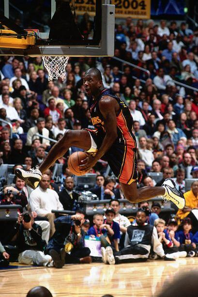 2002 - 2003 - Jason Richardson de los Golden State Warriors se muestra d...
