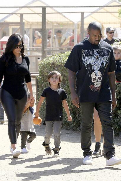 Liderados por Kim y Kanye el clan se enfiló a buscar la tradicion...
