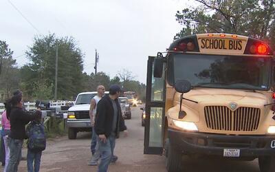 Estudiantes de Cleveland arriesgan sus vidas para tomar el autobús escolar