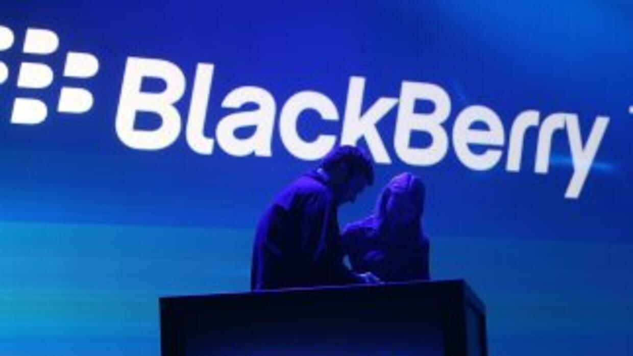 La empresa BlackBerry analiza vender su negocio de dispositivos móviles,...