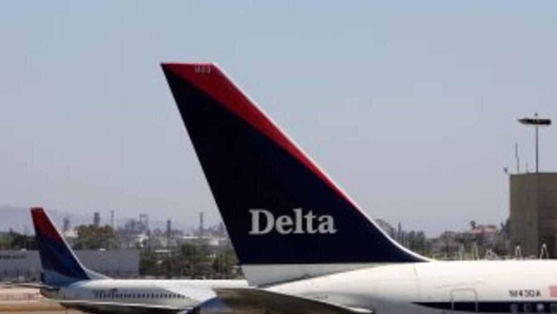 Un avión de la empresa Delta perdió el control y se salió de una de las...