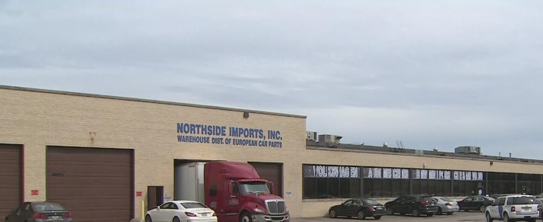 Agentes de ICE realizaron un operativo en la fábrica de partes de autos...