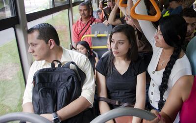 Mientras más pobre, la población debe pasar más horas en el viaje al tra...