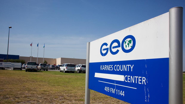 Los dos centros ubicados en Texas son administrados por la compañía priv...