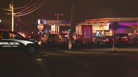 Combaten incendio en una estación de gasolina de Elmwood Park, Nueva Jersey