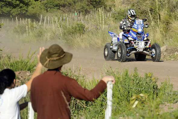 Los aficionados salieron a la ruta para saludar al argentino Alejandro P...