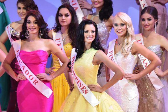 A la izquierda podemos ver a Miss Ecuador.